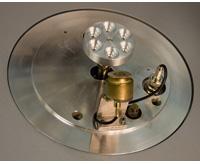 Base portamuestras incluida de serie en todos los Q150R y medidor de espesor opcional
